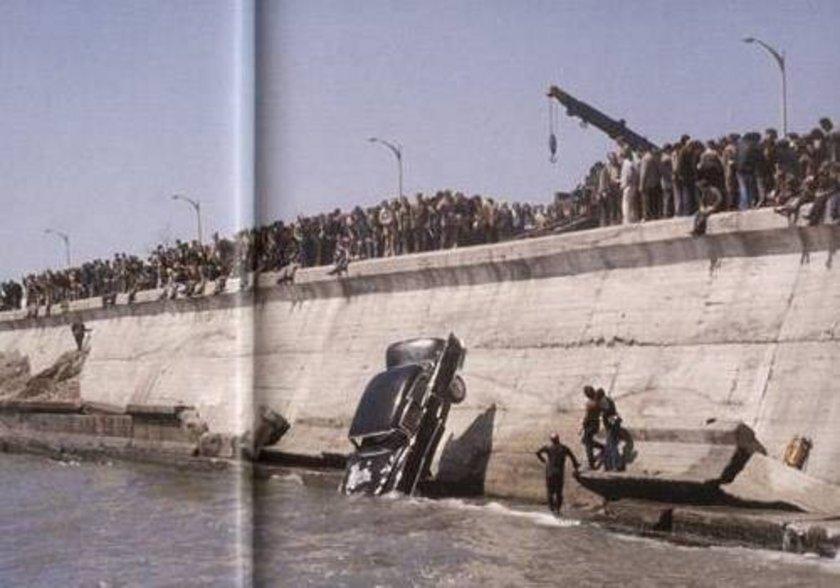 <p>Adı Ölüm virajı olan Zeytinburnu'nda araçların sık sık denize uçtuğu yerlerden biri</p>