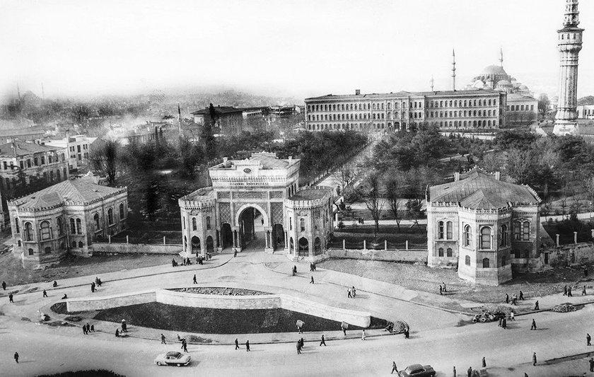 <p>İstanbul Büyükşehir Belediyesi Kütür A.Ş., tarafından yayınlanan albüm Babıali'nin usta foto muhabirlerinden Hilmi Şahenk'in çektiği fotoğraflardan oluşuyor.</p>
