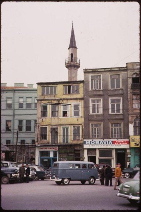<p>Ah İstanbul! Beni büyüleyen isimlerden en çok büyüleyeni yine sensin. (Pierre Loti)</p>