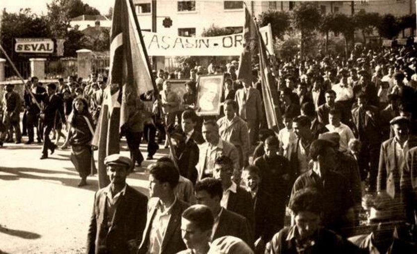 <p>Darbeyi destekleyenler... (Mayıs 1960)</p>