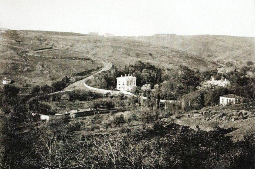 <p>Nişantaşı Ihlamur Yolu ve Ihlamur Kasrı(1880'li yıllar)</p>
