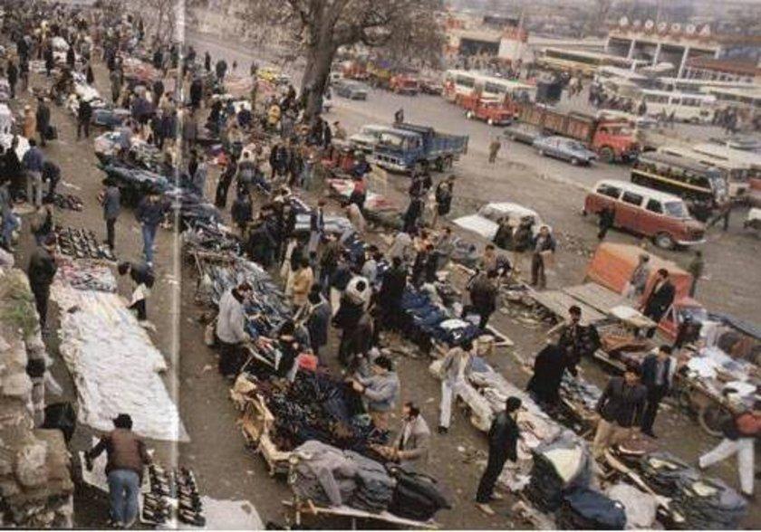 <p>1985- Sur dibine kurulan işporta tezgahları</p>