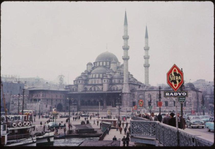 <p>Indiana Üniversitesi, Charles W. Cushman fotoğraf koleksiyonundan eski İstanbul fotoğrafları çıktı. Günümüze kıyasla daha tenha görülen İstanbul'un bu fotoğrafları 1965 yılında çekildi. <br /> 1965</p>