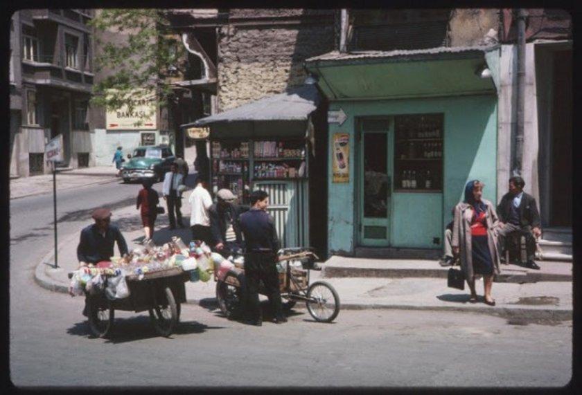 <p>Sokak Satıcıları</p>