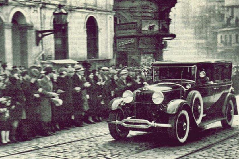 <p>Atatürk'ün İstiklal caddesinden geçişi</p>