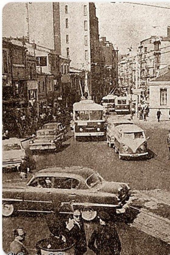 <p>İstiklal Caddesi 1960'lar</p>