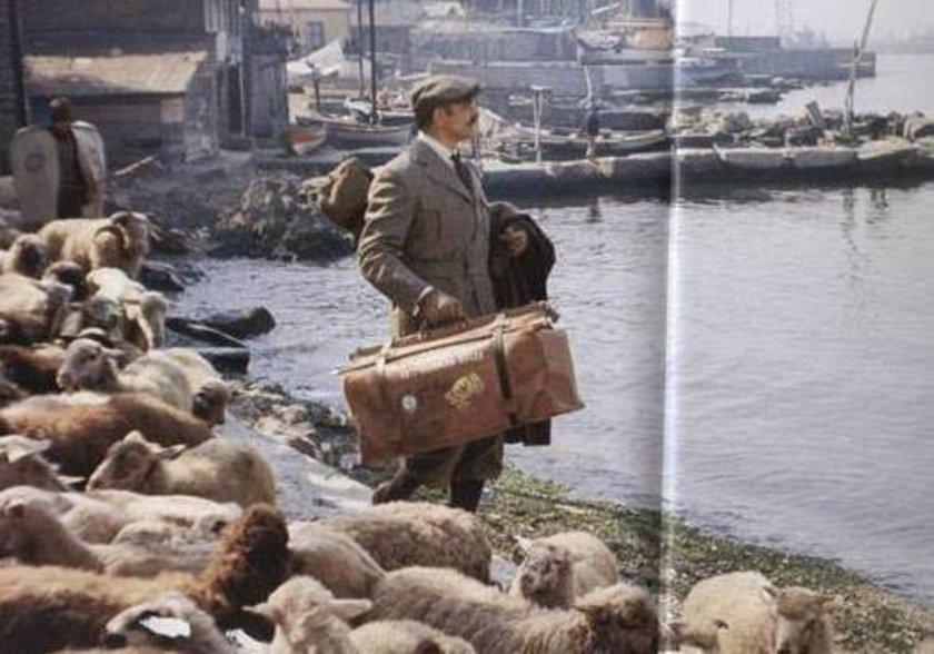 <p>1974 - Salacak. Koyunları güden bir çoban ve 007 James Bond, Sean Connery</p>