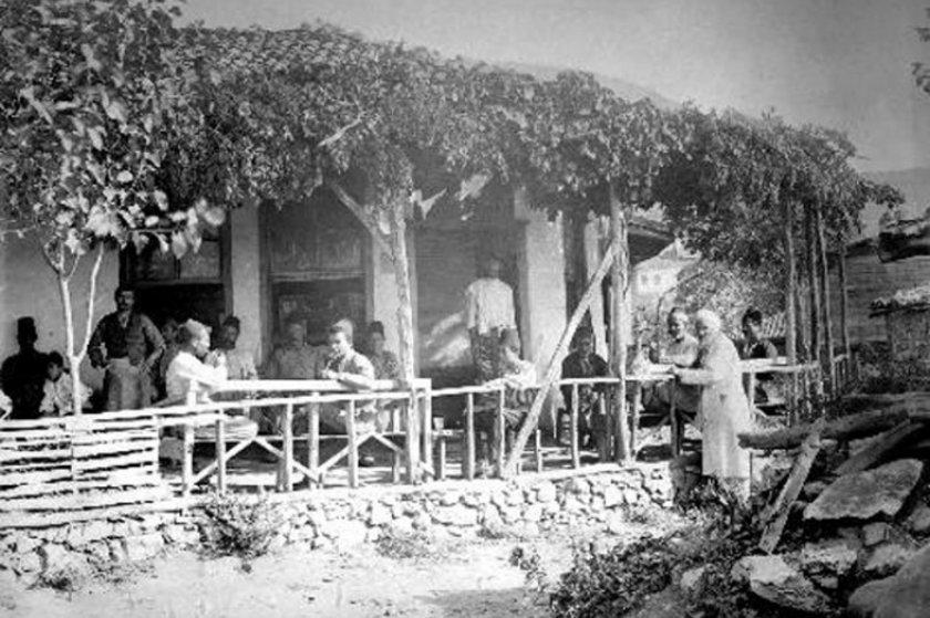 <p>Şeyhli Köyü'nde kahvehane Kartal</p>