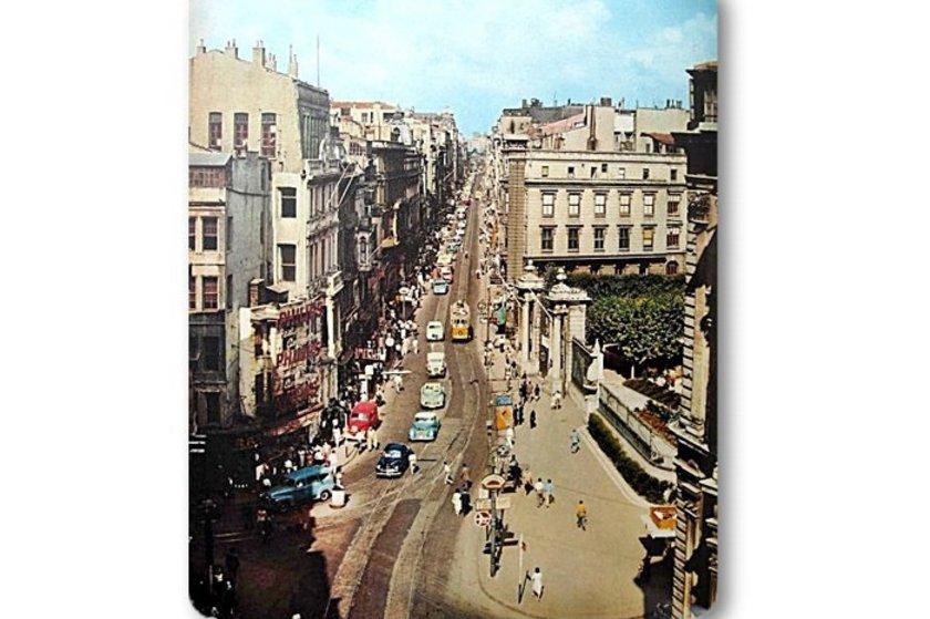 <p>Galatasaray Lisesi Önü -1956'lar</p>