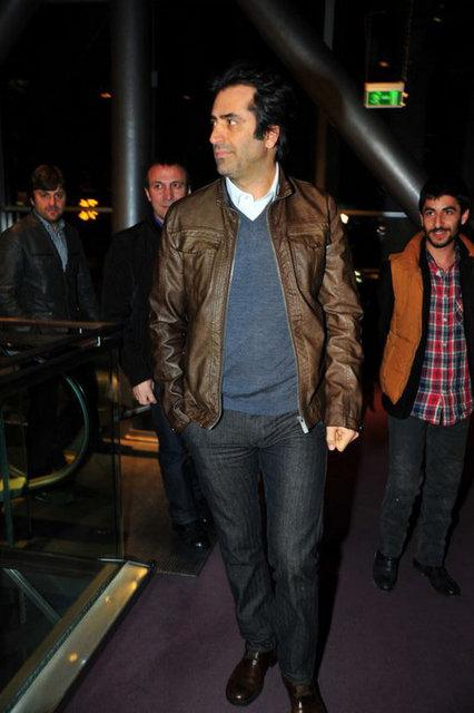 Galaya katılan Mahsun Kırmızıgül, özellikle Azeri katılımcıların büyük ilgisini çekti.