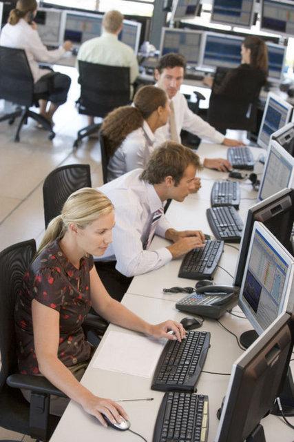 Ofis ortamında, masa başında uzun süreli hareketsiz çalışmayın.