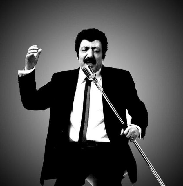 Müslüm Gürses,1978'te Tarsus'tan Adana'ya giderken ağır bir trafik kazası geçirdi.