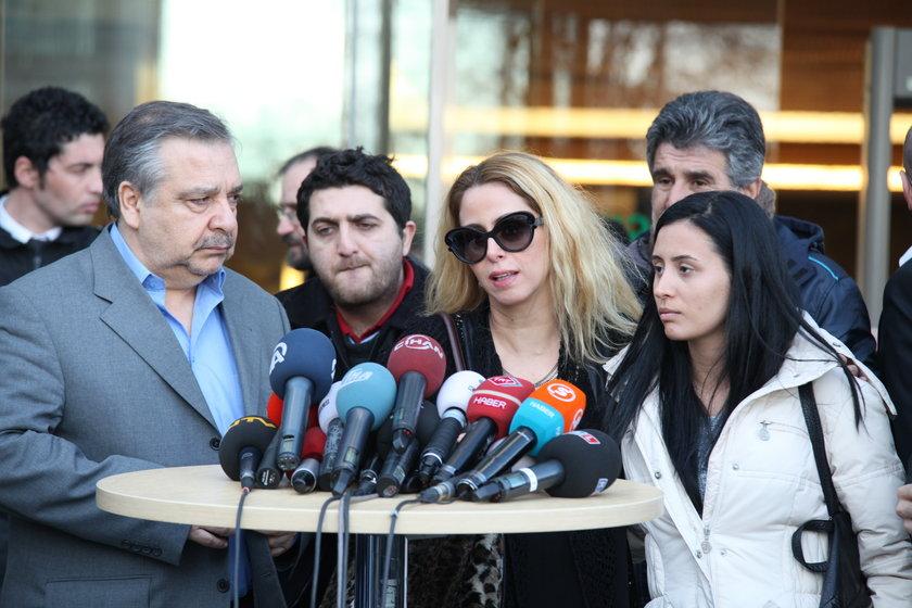 İki gün önce Müslüm Gürses'in ölüm haberi duyurulunca sanatçı dostları ve birçok seveni de hastaneye akın etmişti...