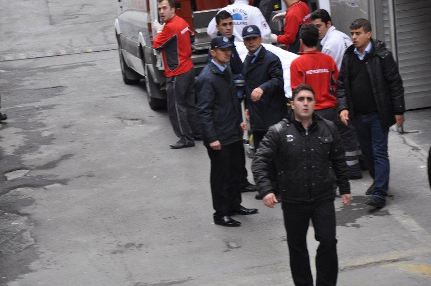 Sanatçı Müslüm Gürses'in cenazesi Memorial Hastanesi'nden bir ambulansla Zincirlikuyu Mezarlığı Gasilhanesi'ne götürüldü...