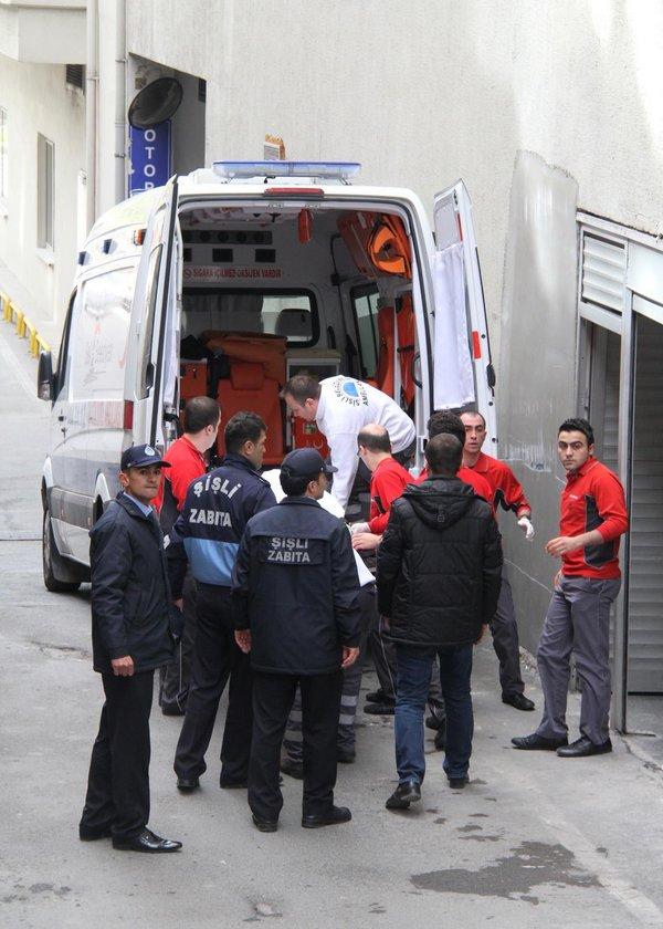 Cenazenin çıkarıldığını öğrenen Müslüm Gürses hayranları hastanenin acil servis girişine doğru koştular...