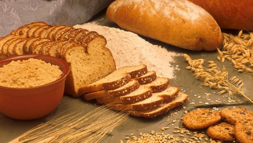 Ekmek, makarna, pirinç, patates, çikolata ve kalorili içecekler gibi bol karbonhidrat içeren besinlerin mümkün olduğunca azaltılması ve aralarından en doğru olanlarının seçilmesi gerekiyor. Ekmek seçiminde tam buğday ve tam çavdar ekmeği tavsiye ediliyor.