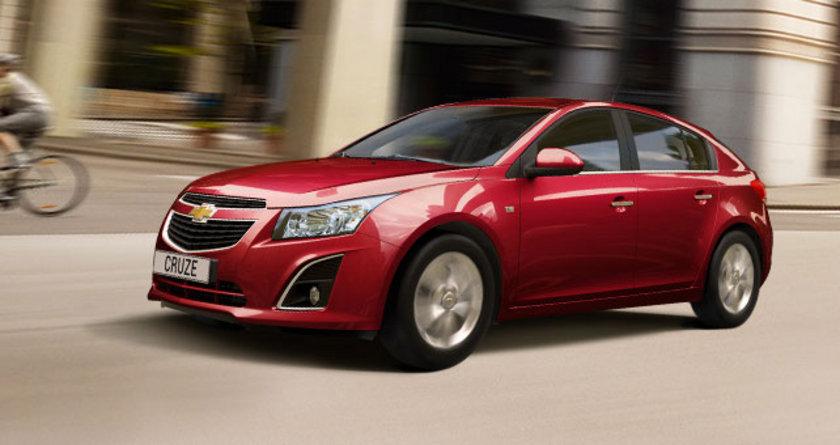 Chevrolet Cruze HB ve Sedan benzinli modelleri %0 faiz seçenekleri ile satışa sundu. Chevrolet Aveo HB, Sedan ve Spark MY13 modelleri Mart ayında satın alınabiliyor. \nEuro NCAP'ten aldığı 5 yıldız ile güvenlikten ödün vermeyen, Cruze Sedan ve HB benzinli modeller için Chevrolet Finans'ın 18.000 TL 18 ay vadeli %0 faizli kredi imkânı var. Yeni Cruze HB 32.840 TL'den başlayan fiyatlarla satın alınabiliyor.