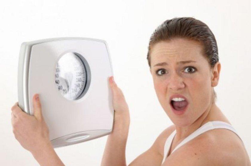 """'D vitamini ve demir eksikliği kilo vermeyi engeller!' <br><br>\n\n""""BANA gelip 'Ne yaparsam yapayım, kilo veremiyorum' ya da 'Çok yavaş kilo veriyorum' diyenlerin gizli alerjileri, bilinmeyen değişik sağlık sorunları ve hormonal dengesizlikleri olabilir. D vitamini eksikliği de, kilo vermeyi engeller!"""