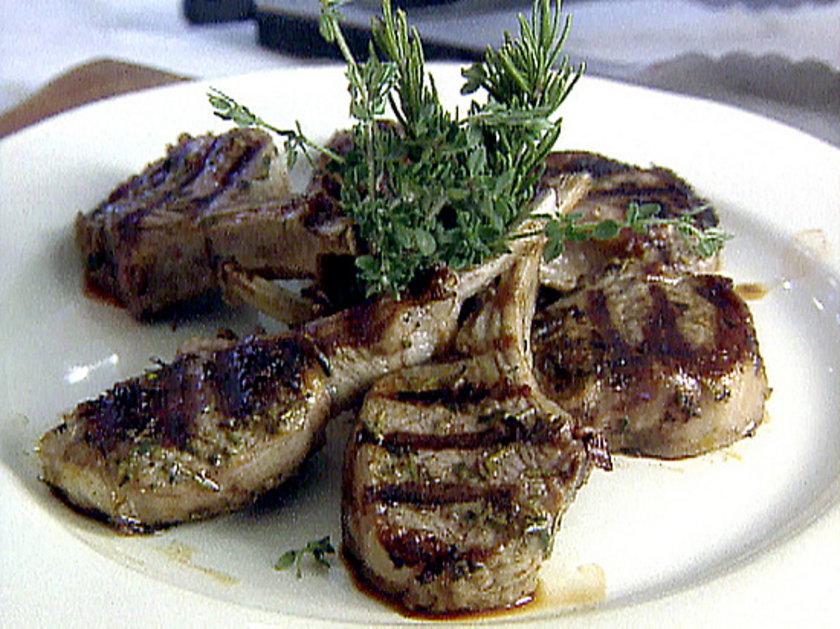 18:00 - 19:00<br><br>\nAkşam yemeğinde 3-4 kalem kuzu pirzolası, mevsim salatası, zeytinyağlı enginar yenebilir.