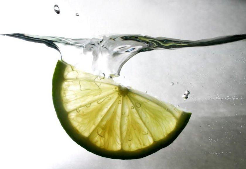 16:00<br><br>\nHer gün 2-3 litre sıvı almaya dikkat etmeli. Öğünler arasında bol limonlu su, şekersiz çay ve ayran içilebilir.