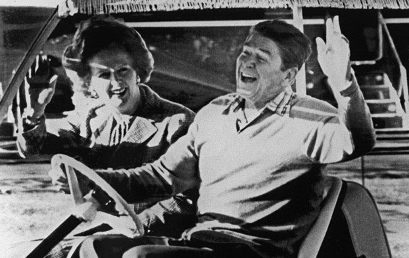 1984'te Camp David ziyareti sırasında başkan Ronald Reagan'la halkı selamlarken