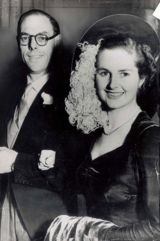 Aralık 1951- Eşi Denis'le düğün günlerinde Londra'daki Wesley Chapel'de