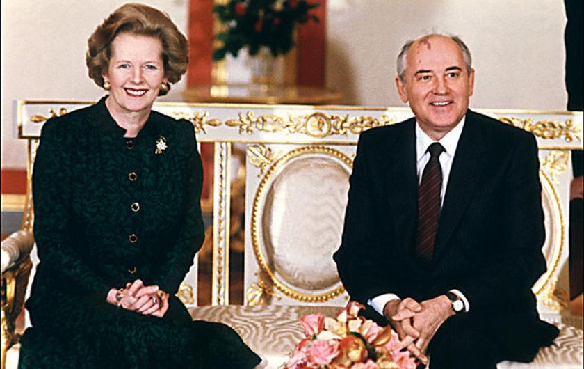 Kremlin sarayında Sovyet lider Mikhail Gorbaçov'la birlikte