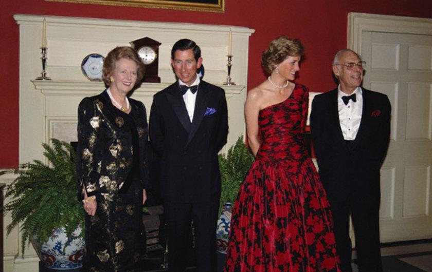 Thatcher ve eşi Prens Charles ve prenses Diana ile sohbet ederken