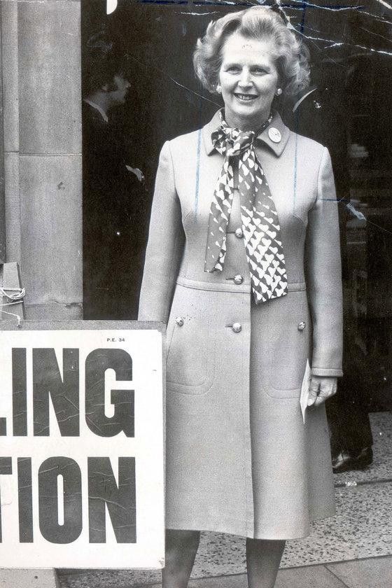 Haziran 1975- Chealsea King's Road'da referandum için oy kullanmaya giderken