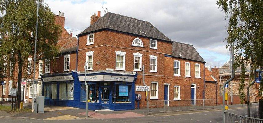 Thatcher'ın çocukluğunu geçirdiği ev, babasının bakkal dükkanının üzerindeydi.