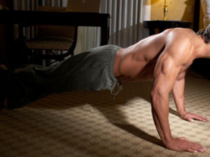 Zorlu antenmanlar öncesi evde hafif egzersizlerle vücudunuzu rahatlatın. Bu sizi fit bir vücuda götüren yolun henüz başı...