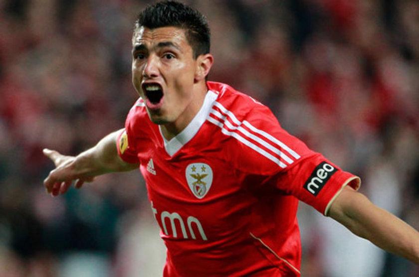 Kadroda Aykut Kocaman'ın transfer etmeyi çok istediği Oscar Cardozo var.
