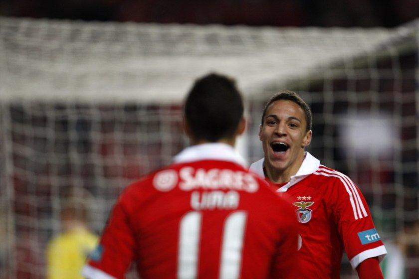 Teknik direktör Jorge Jesus idaresindeki Benfica'nın kadrosunda en golcü isim olarak Oscar Cardozo dikkati çekiyor.UEFA Şampiyonlar Ligi'nde çıktığı 5 maçta 2 gol bulan Cardozo, UEFA Avrupa Ligi'ndeki 6 maçında ise 4 gol üreterek toplamda 6 gole ulaştı. Arjantinli yıldız orta saha oyuncusu Pablo Aimar'ın da yer aldığı Benfica'nın kadrosunda şu isimler bulunuyor: