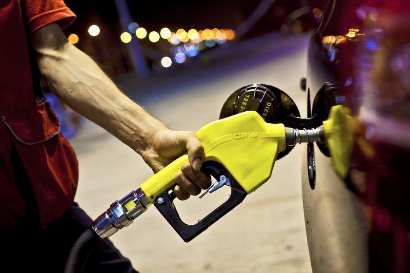 22 Aralık 2012: \nKurşunsuz benzin: 4,65\nMotorin: 4,11