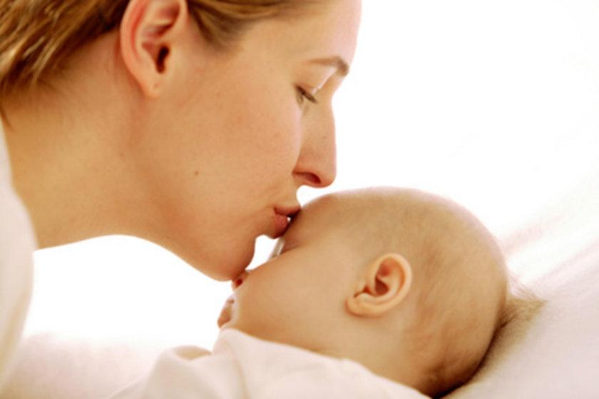 Kumaş bezler - \nÇocuğun altını kumaş ile bezlemek her ne kadar eski/ilkel bir yöntem gibi görünse de pek çok avantajı var. Bebeğinizin poposunda döküntü ihtimali azalır, çevre dostudur, daha az para harcarsınız.
