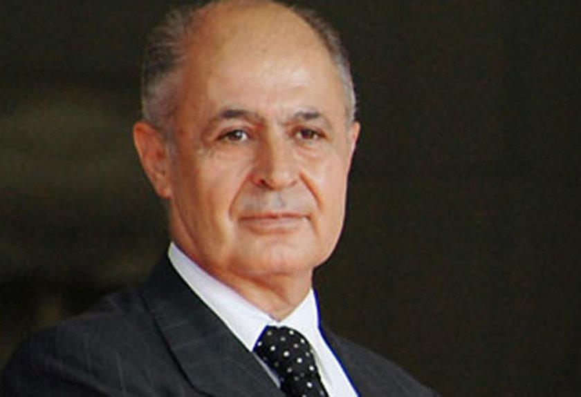 Şubat 2001: Reformlar istenen hızda olmadı. 2001 Şubat'ta faizler yeniden yükseldi. Programa yönelik kuşkular arttı. Başbakan Ecevit, Cumhurbaşkanı Sezer'le anayasa kitapçığı krizi yaşadı.