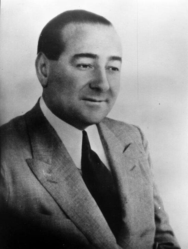 Ağustos 1958: Başbakan Adnan Menderes. IMF'den borç alınmadı ama dış borç için program kabul edildi. Döviz alımlarında dolar başına ek 6.22 TL vergi konuldu. Uygulamada yüzde 69 devalüasyon oldu.