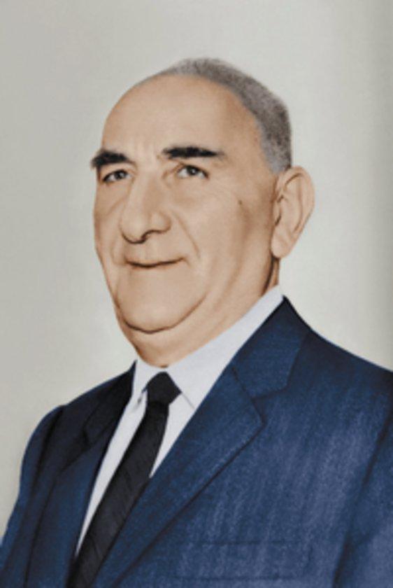 Ocak 1961: İlk stand-by antlaşmasını askeri yönetim 1 Ocak'ta 1 yıl süreyle imzaladı. 27 Mayıs sonrası başında Cemal Gürsel'in olduğu askeri yönetim ekimde yerini sivillere bıraktı.