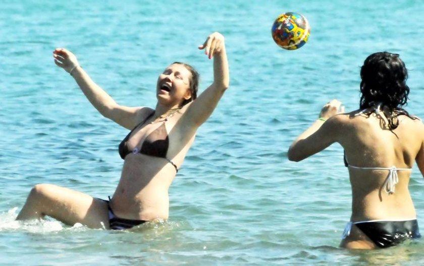 Deniz suyu sıcaklığının 18 derece olarak ölçüldüğü Bodrum'da Kumbahçe, Paşatarlası, Bitez ve Gümbet sahilleri yerli ve yabancı turistlerle doldu.