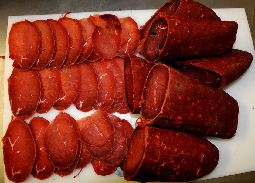 - Hindi eti, tavuk göğüs eti, dana ve kuzu eti, dana ciğeri, kelle-paça, pastırma.