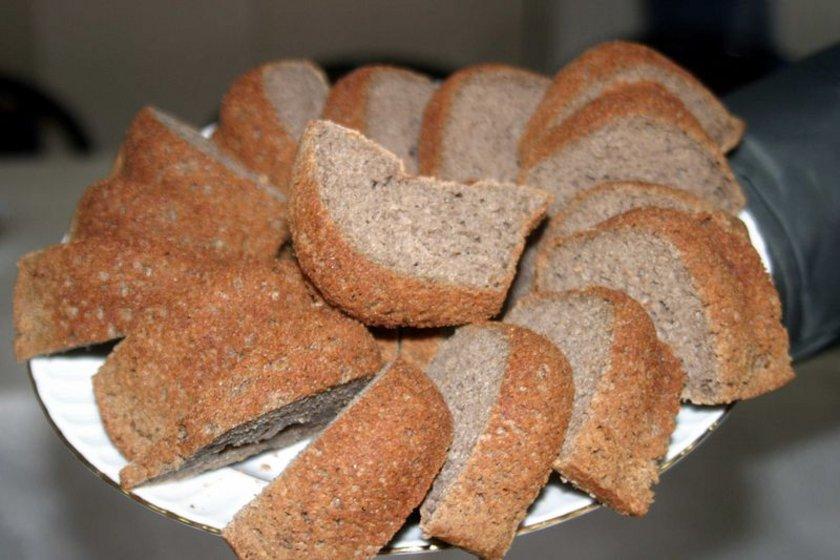- Karabuğday ekmeği de kilo vermek için idealdir. Karabuğdayın içinde gluten yoktur. Gaz, şişkinlik ve kilo yapmaz. Mısır unuysa fruktoz içeriğinden dolayı asitlenme yapar.