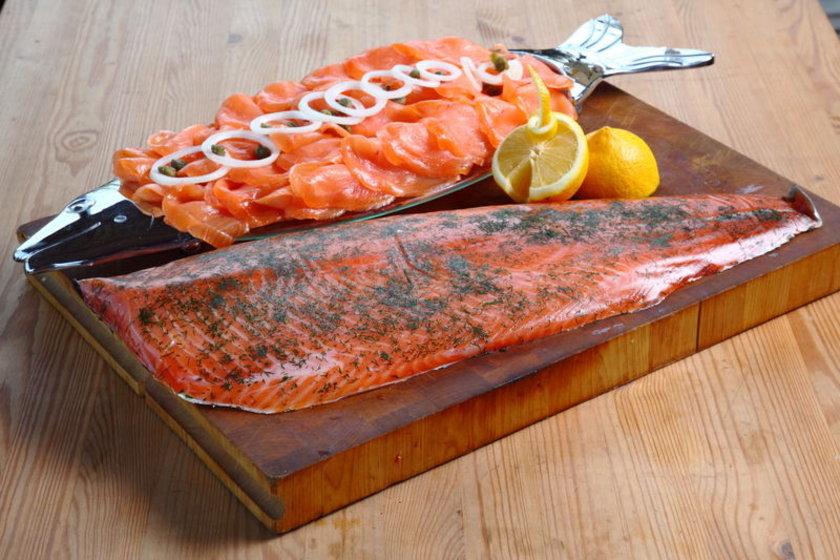 - Protein olarak haşlanmış ve ızgara somon balığı ve diğer balık türevleri (kabuklular hariç).