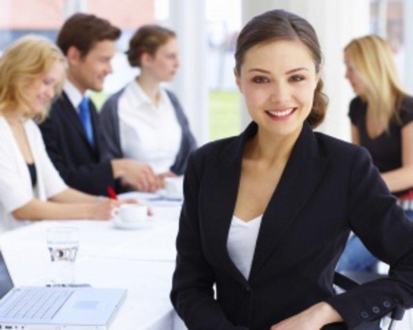 Çalışmak istediğiniz şirkete özgeçmiş yanında, bir başvuru mektubu yazın. Mektupta, şirketten neler beklediğinizi değil, neler katabileceğinizi ve işle gerçekten ilgilendiğinizi yazın.