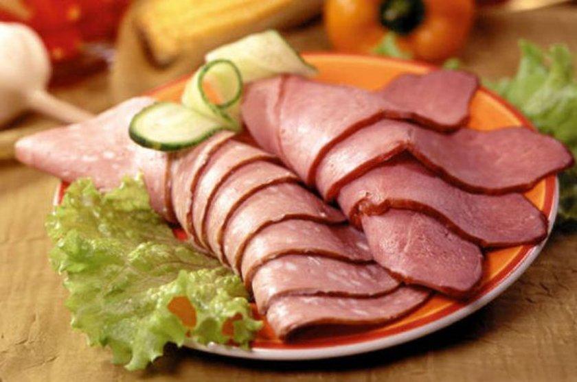 - Sucuk, salam, sosis gibi işlem görmüş et ürünleri, işlenmiş, tütsülenmiş balık ve etler