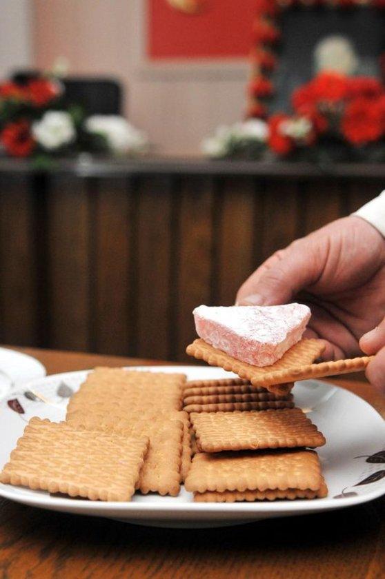 - Bisküvi, şeker, gofret gibi mısır şurubu içerenler