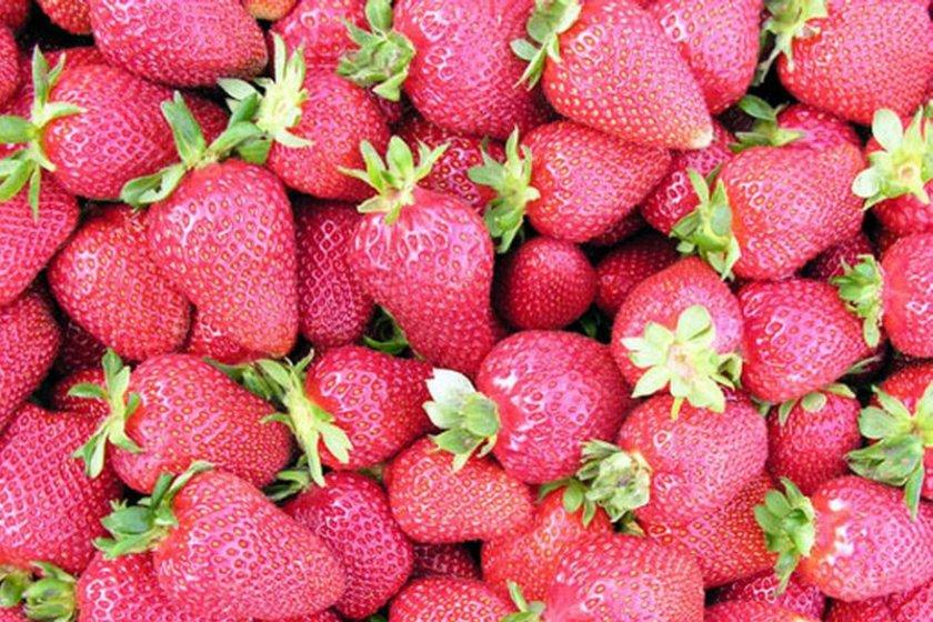 15. KIRMIZI MEYVELER: Kırmızı üzüm, kızılcık, çilek, kiraz gibi kırmızı meyvelerin hepsini en iyi antioksidan meyveler olarak, kanser başta olmak üzere pekçok hastalıktan korunmak için tüketmekte fayda var.