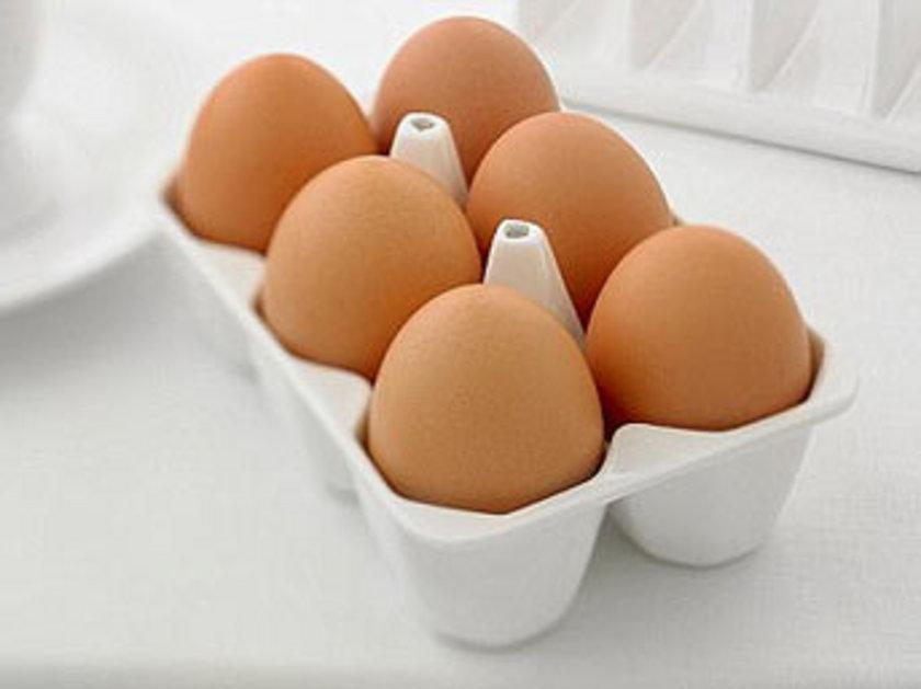 7. YUMURTA: Yumurta bulabileceğiniz en iyi protein kaynağıdır. Vücut proteinlerine çok benzediğinden vücutta yüzde 100 oranında kullanılır. Yumurta ayrıca güzellik için de önemli olan biotin ve B12 vitaminlerini içerir.
