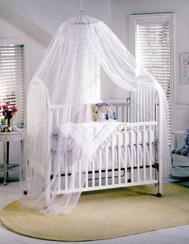 Çocuk mobilyaları ve yatakları, jaluzi kordonu gibi iplere kolay erişilecek noktada olmamalı.