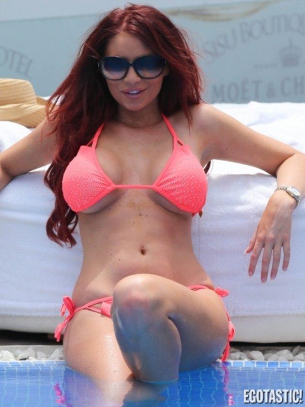 Amy'nin havuz sefası