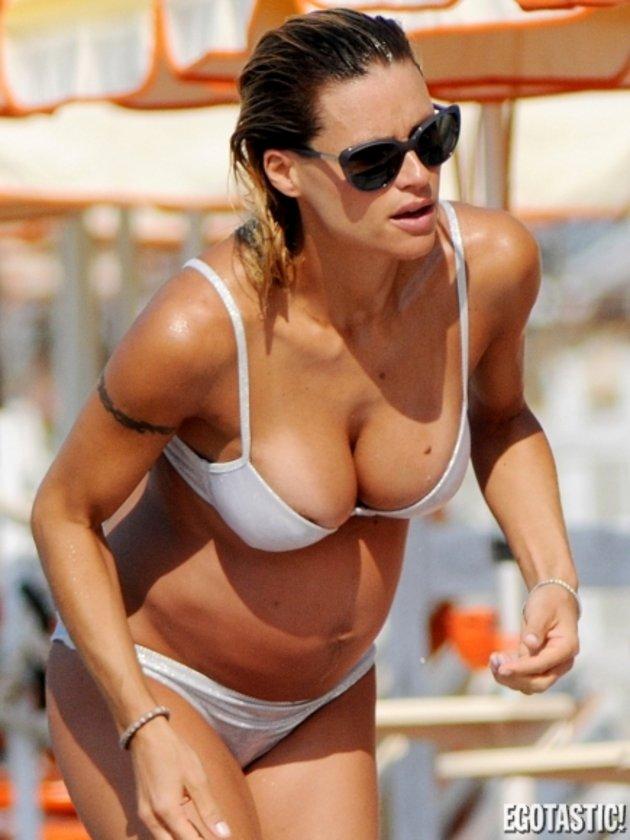Mor bikinili Michelle...